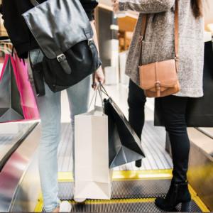 【メンズ & レディース】今季大流行中のミニバッグはこのように取り入れる