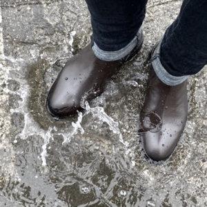 雨でも快適!サラリーマンにオススメの革靴風レインシューズ!